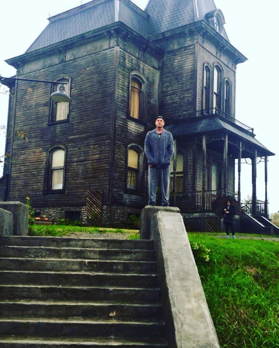 Anyone remember this old house? #BatesMotel #TBT @InsideBates https://t.co/bY6WsI7jc0