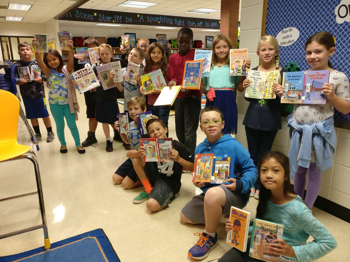 Sixes 3rd graders are ready for their author study tasks! #ccsdilsimpact #RCD @SixesES #balancedliteracy<br>http://pic.twitter.com/Ekq59iQugi