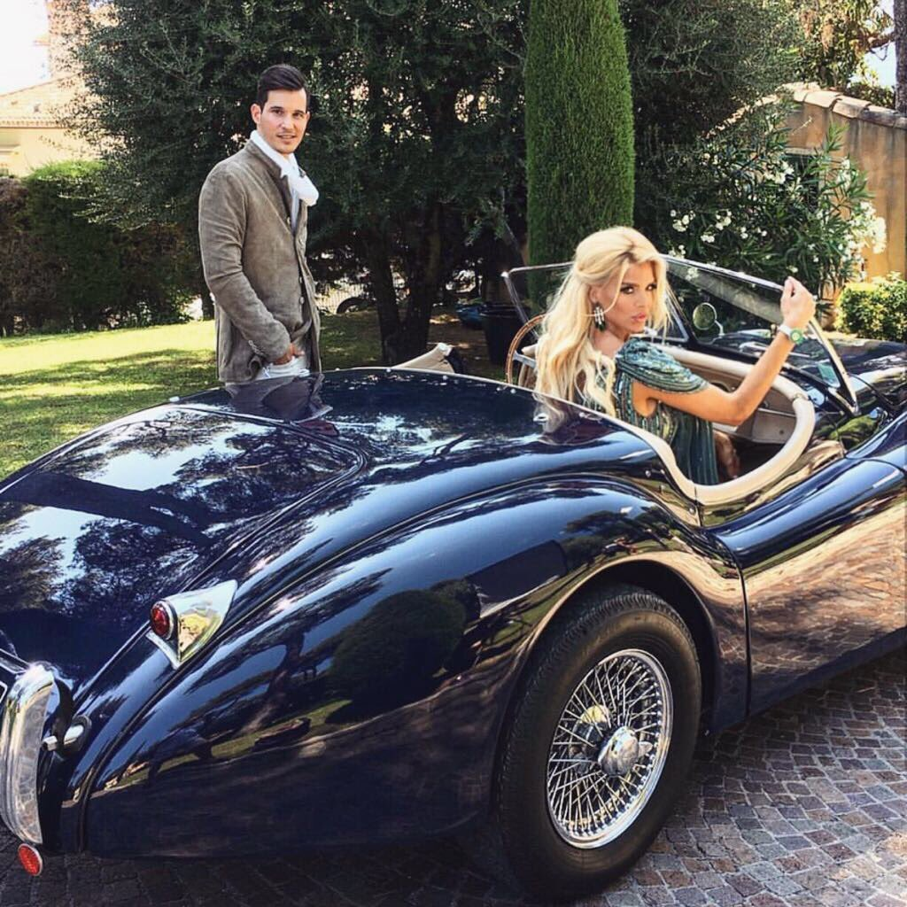 Hot riding in this Jaguar XK120 for @hello_monaco shoot #classiccar #luxury #fashion #oldschool #frenchriviera ✨👌🏻💎