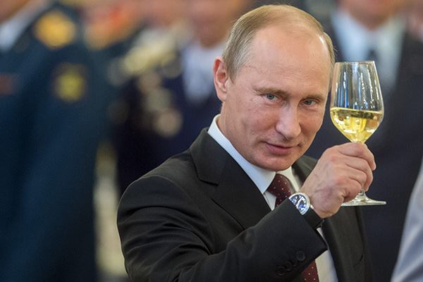 """""""Лет подольше, чтобы он мог полностью заплатить за то, что сделал"""": москвичи поздравляют Путина с юбилеем - Цензор.НЕТ 1028"""
