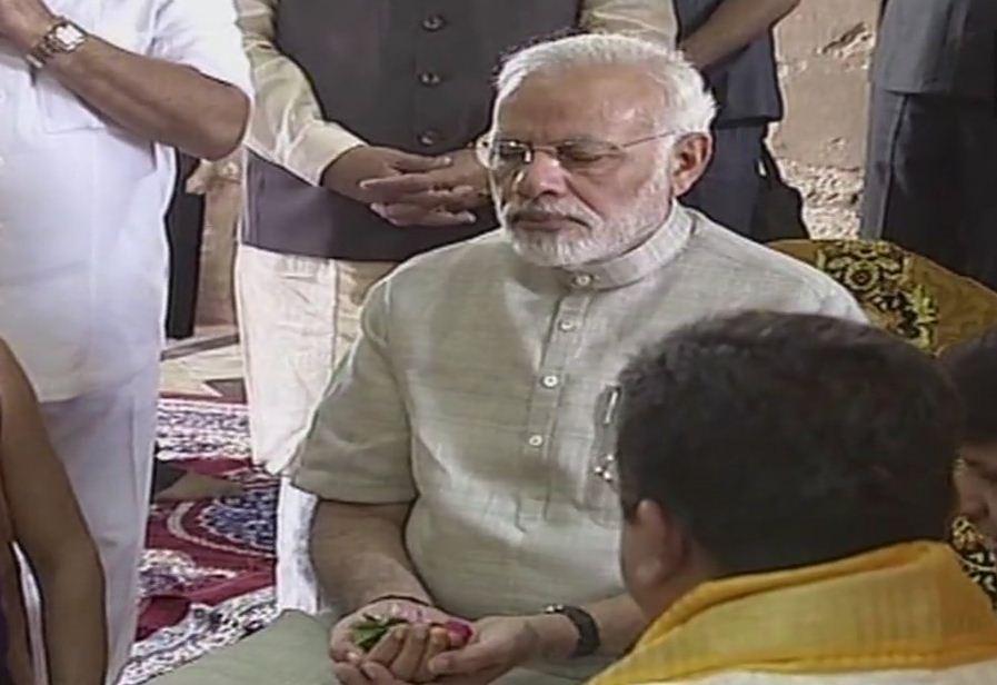 PM Modi visits Jagat temple in Dwarka, performs puja of lord Dwarkadheesh