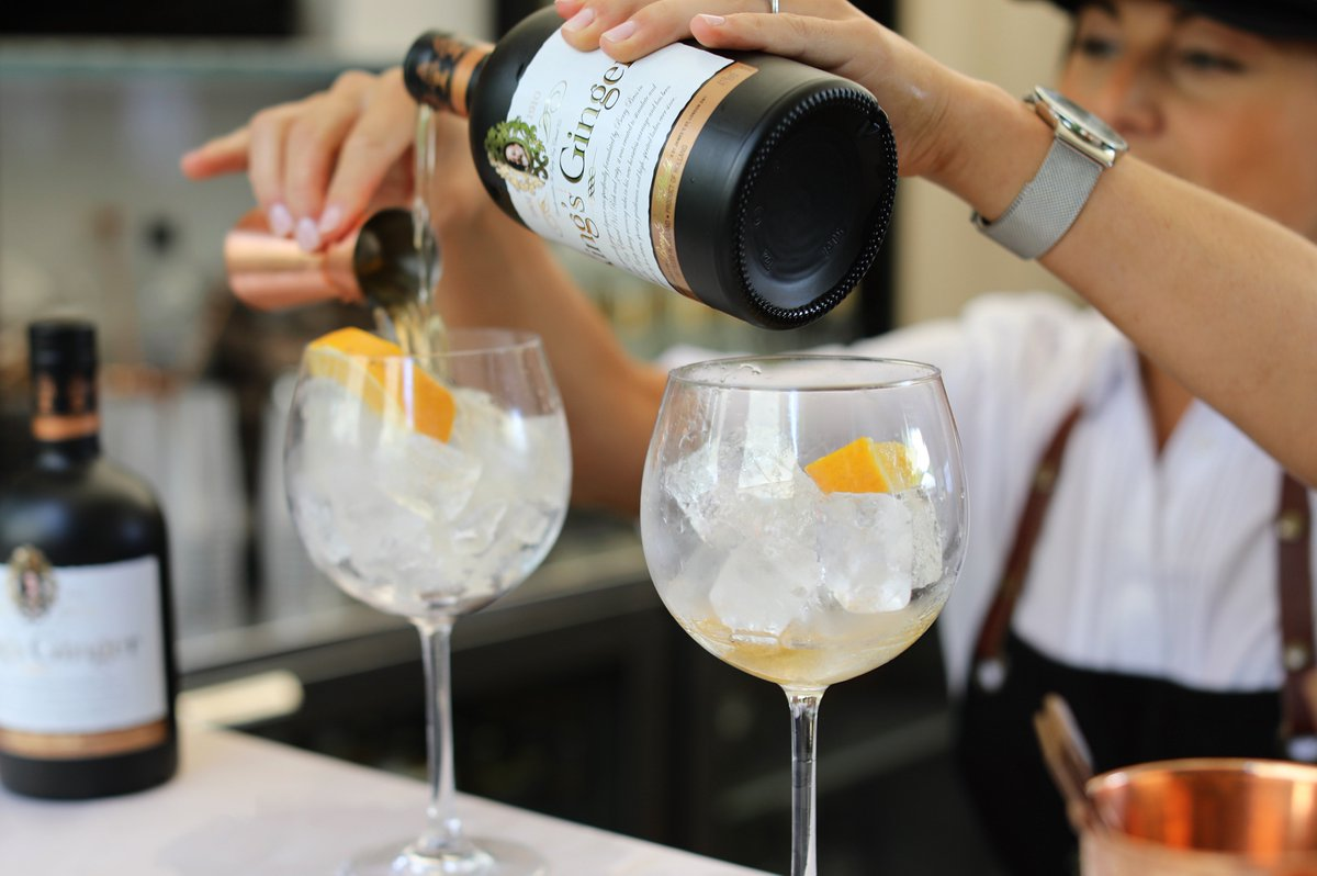 Revivify the classic G&amp;T with our #ginger liqueur. A dash of the King&#39;s Ginger with cloudy lemonade will set you up for #Saturday night!<br>http://pic.twitter.com/Wf9wdJFvuH