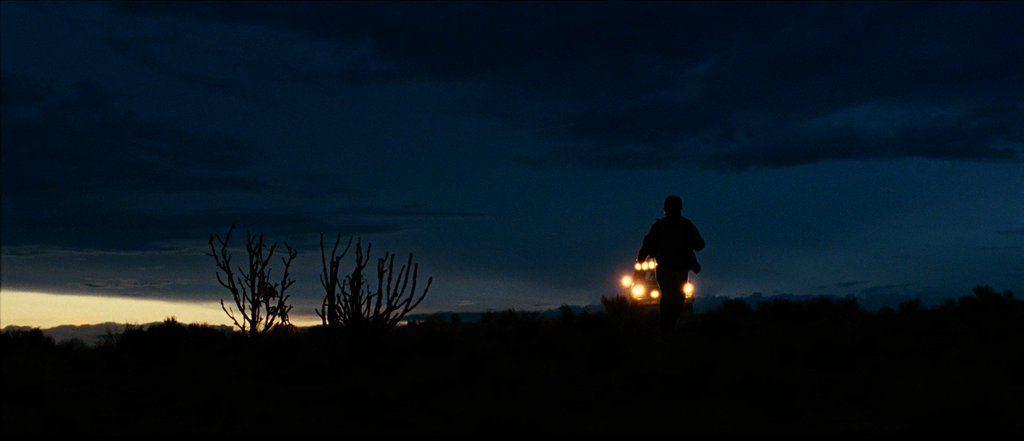 NO COUNTRY FOR OLD MEN (2007)   DP: Roger Deakins  Dir: Ethan Coen, Joel Coen More Shots: https://t.co/sZOWVULi1j https://t.co/4FjcPtG82f