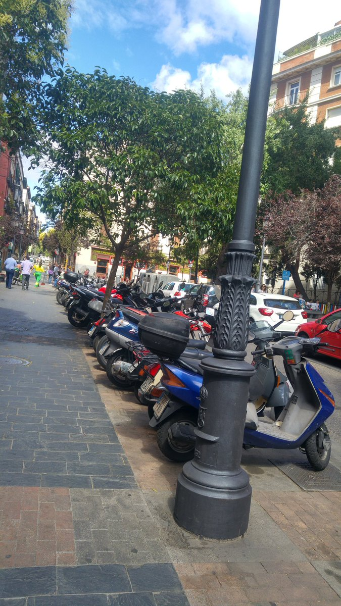 MADRID   Motos de policia en acera #StopPrivilegios https://t.co/5rAFQ...