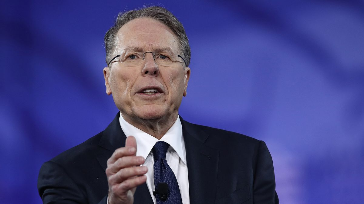 showing-farting-wayne-lapierre-is-an-asshole-porn