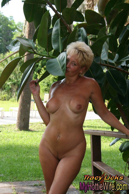 Its #sexysaturday I love living the #naked #lifestyle https://t.co/Bo1iuf9fHm #nakedmature #nakedattraction