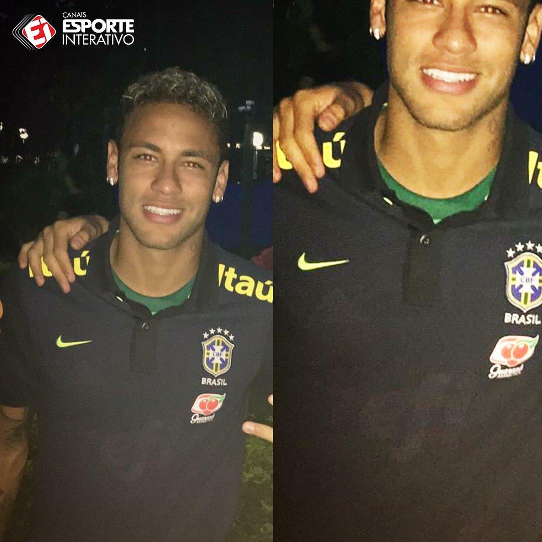 ae5bc9122a69d É a camisa do Palmeiras por baixo do uniforme de treino da Seleção! podia  ser so mais uma foto de fa com o neymar mas se prestar atencao e