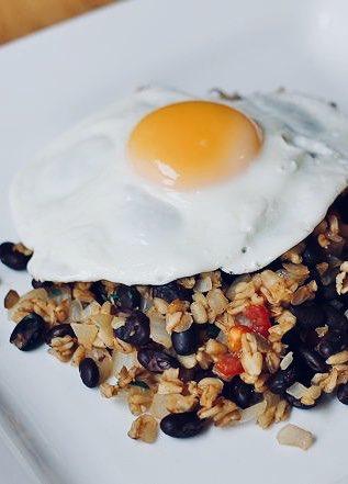 ¿Encima del Pinto? Los huevos. https://t.co/IKC6pOEICS