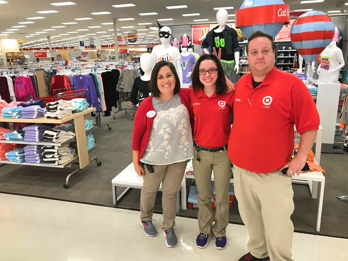 Loved assisting Anita &amp; her new team! So proud of her STL move &amp; honored 2 set her up 4 success! #1877TheBestisYettoBe #OneTeam #D303 #G392 <br>http://pic.twitter.com/xLtHuwr7ja