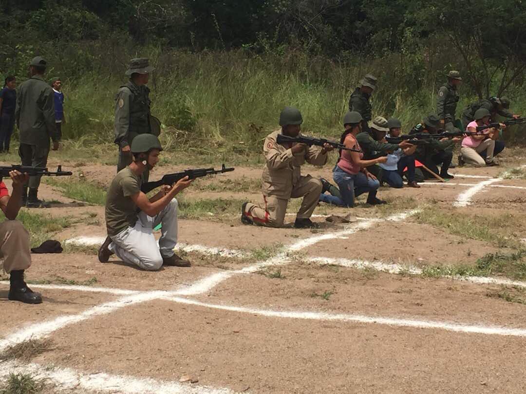 Noticias de la Milicia Bolivariana - Página 2 DLkbNS2X0AAo4OC