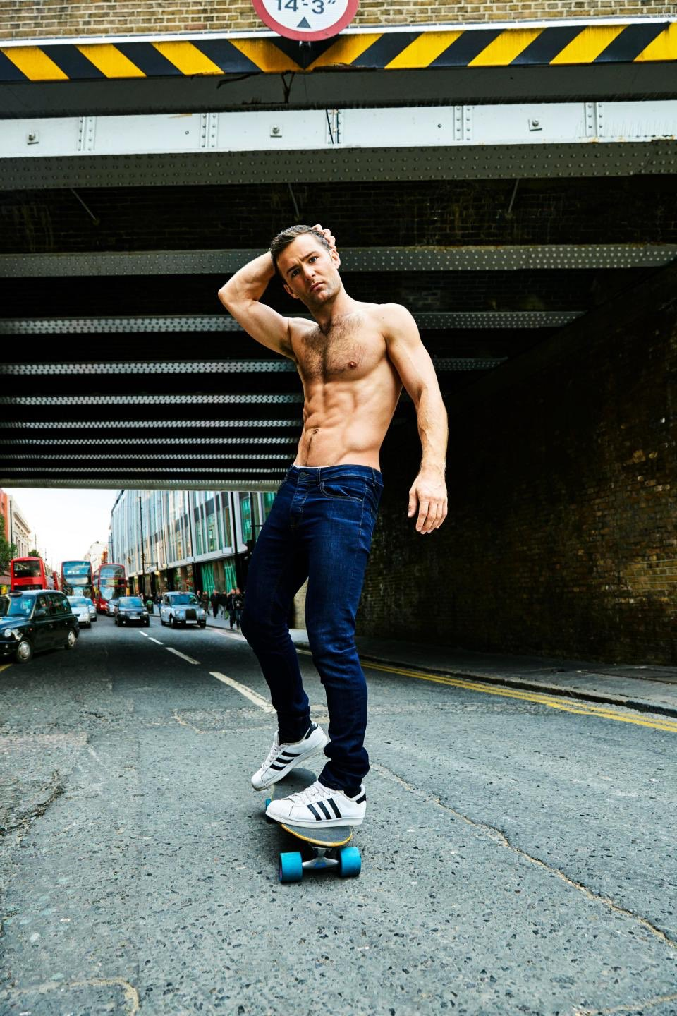 RT @simonjonespr: #GetFitGetHappy  @mcflyharry x @Fabulousmag Out today 📷 @hayman_mark https://t.co/cFD6YkTcPh