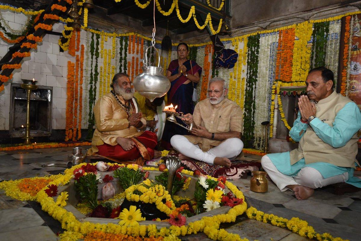 Prayed at the Hatkeshwar Mahadev temple in Vadnagar.