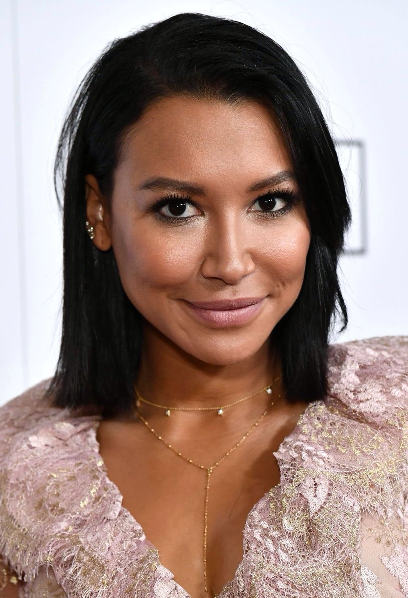 Can&#39;t get over how beautiful &amp; elegant @NayaRivera looked last night! #Flawless  this haircut tho  <br>http://pic.twitter.com/A8IsmrvkVG