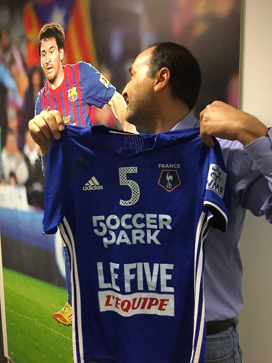RT & FOLLOW @lequipedusoir pour remporter le maillot des Bleus de Minifoot qui démarrent leur mondial sur @lachainelequipe ! 😍🤤⚽️🎁 #EDS