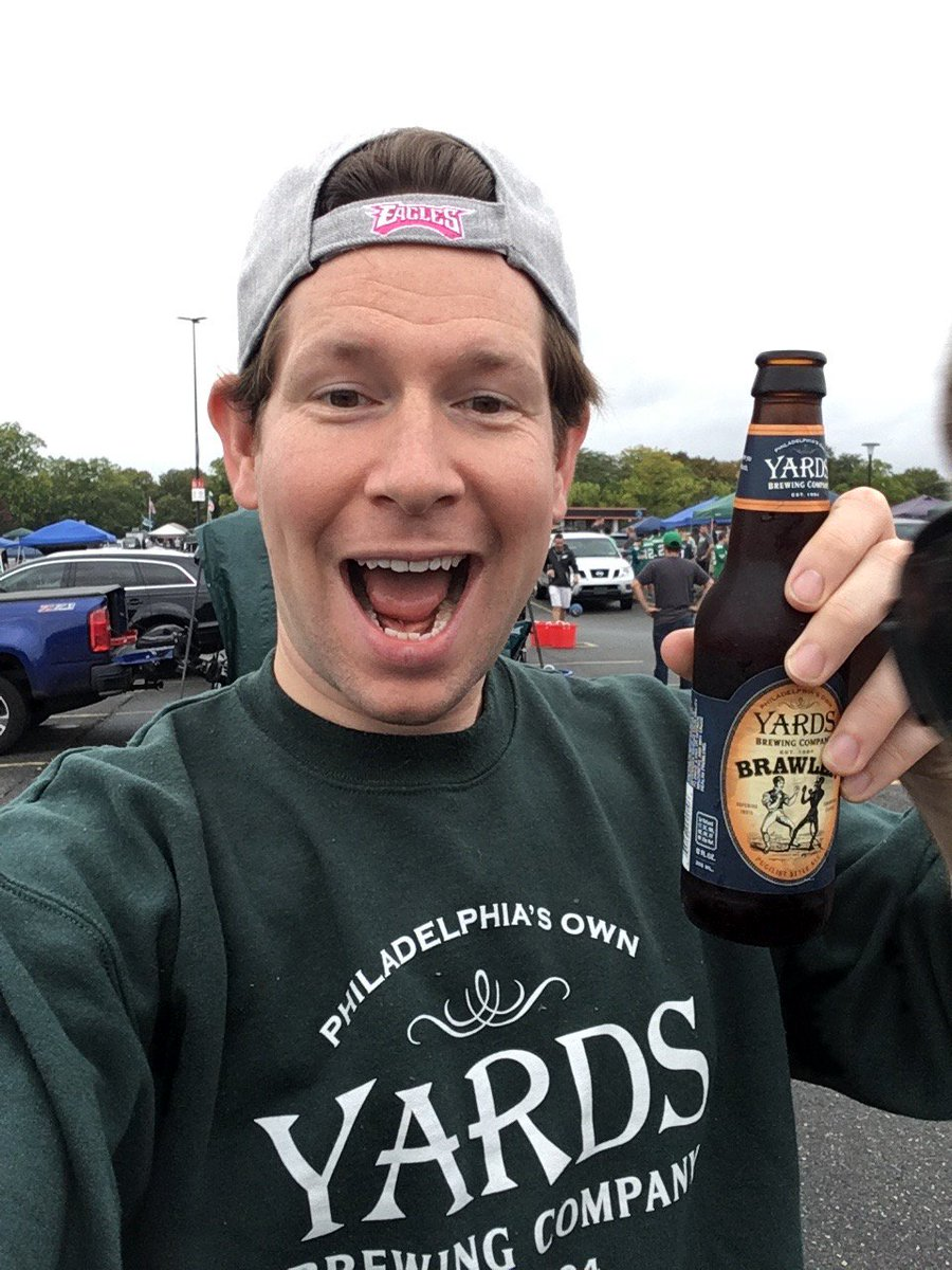 @yardsbrew repping the crew neck at the tailgate #brawler <br>http://pic.twitter.com/81JBQ4FURO