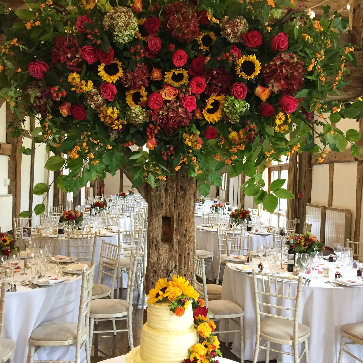 Abundant #Autumn #flower colours filling the barn for yesterday's #wedding @LoseleyPark @Loseleyevents