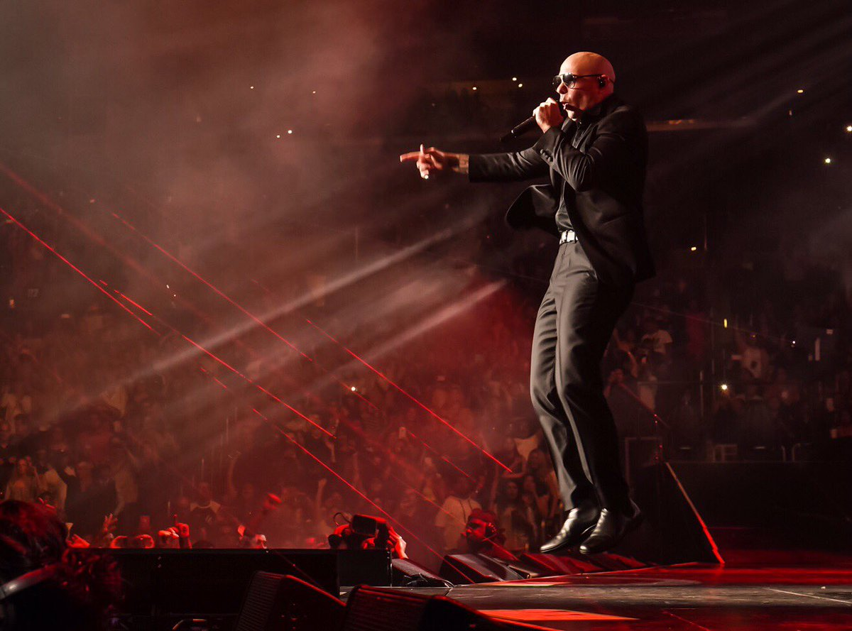 Last night in Chicago was incredible! #EnriquePitbullTour