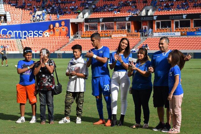 8-10-2017 - Amistoso El Salvador 1 Canada 0. DLqISGrVwAEhuTx