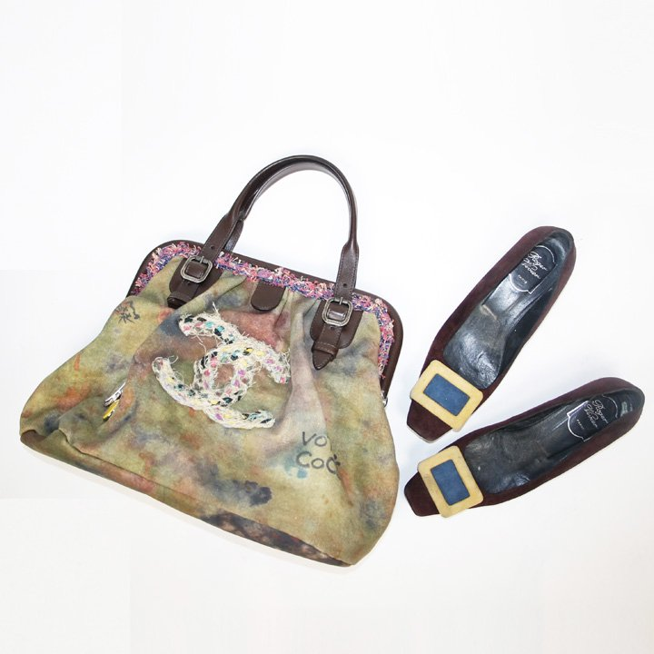 Loving this bold #Chanel bag with #Rogervivier shoes.<br>http://pic.twitter.com/NK62sAZU3r