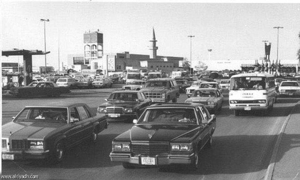 الرياض دوار مطار الرياض القديم يبدو من موديلات السيارات أن الصورة في الثمانينات الميلادية ذكريات حي الملز حلة القصمان Vip2099