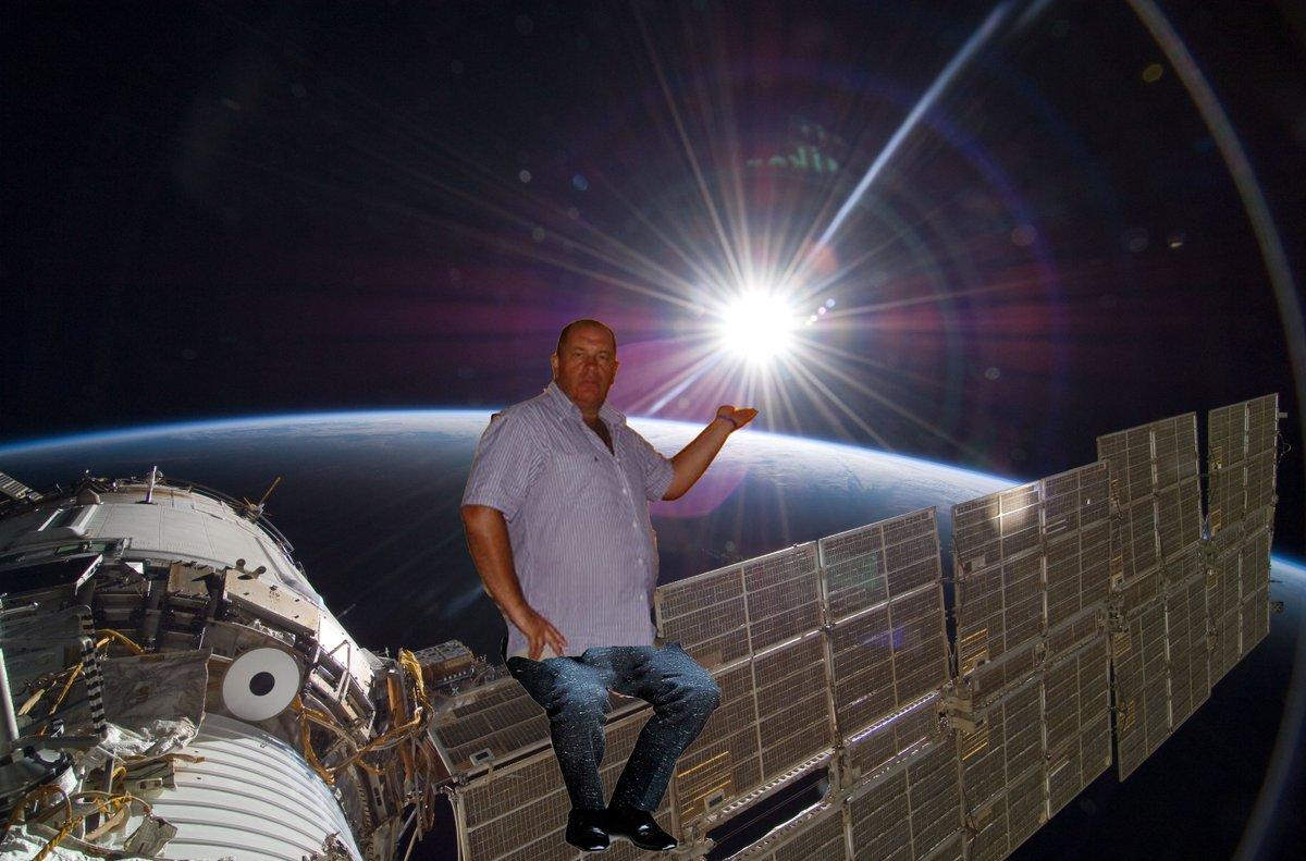 если фото в космосе светящегося города всячески распространяла