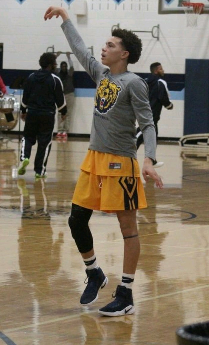 Bryce Armstrong 2018/PG/6&#39;1 (Wyandotte) Might be the best Pure PG Prospect Downriver. Very High IQ, High Percentage Shooter! #Steal <br>http://pic.twitter.com/39lrfhtQGw