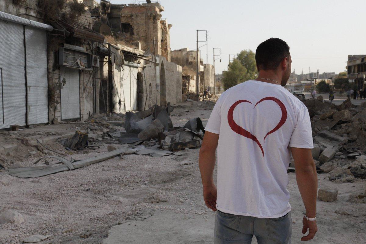 Dans la ville d&#39;#Alep, les volontaires continuent les projets : chantiers, cours, donations... #Syrie #ChretiensdOrient<br>http://pic.twitter.com/EZZ5Y8gDHy