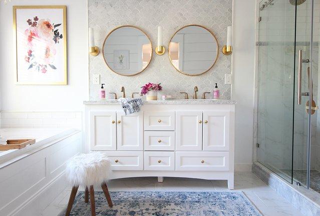 RT @StacieinAtlanta: Master Bathroom Remodel - Classy Clutter #DeltaLiving https://t.co/pT26LJZfpM