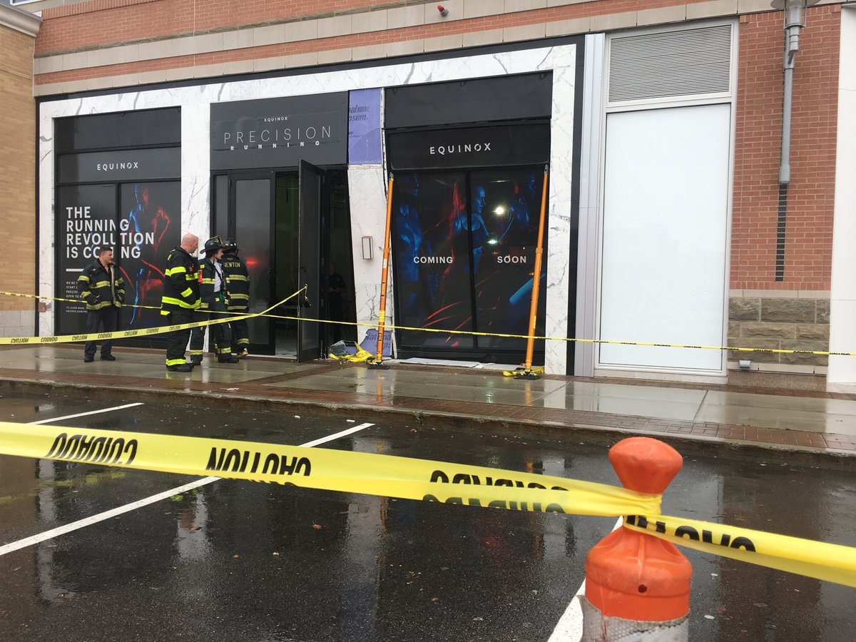Equinox Chestnut Hill >> Stanley Forman On Twitter Car Strikes Equinox Store
