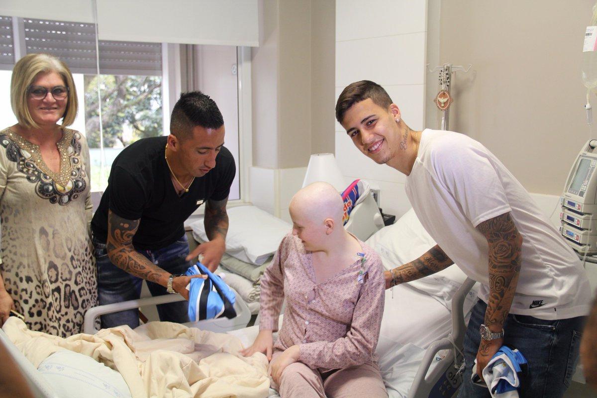Lucas Barrios e Beto da Silva visitam pediatria de hospital em semana da criança. 💙  https://t.co/KNe1rUKhTT
