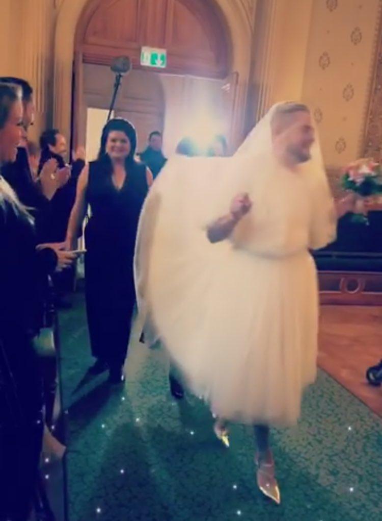 jeremstar sologamie en robe et talon de marié @jeremstar pic.twitter.com/aEXrH1G1Tb