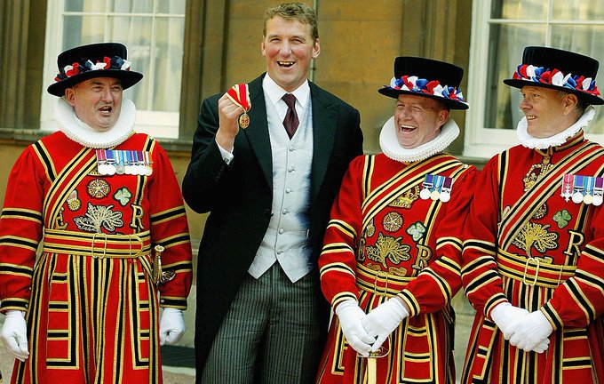 Happy birthday, Sir Matthew Pinsent Consecutive Olympic gold medals:    Amazing .