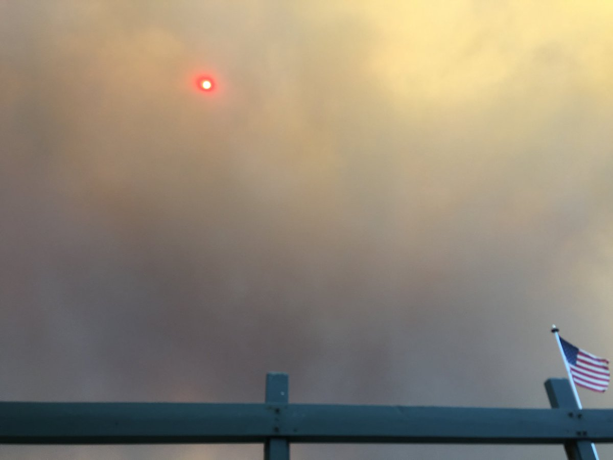 Blood red pindot sun. Not a camera malfunction. #canyonfire2 https://t.co/elMKkaU1BE