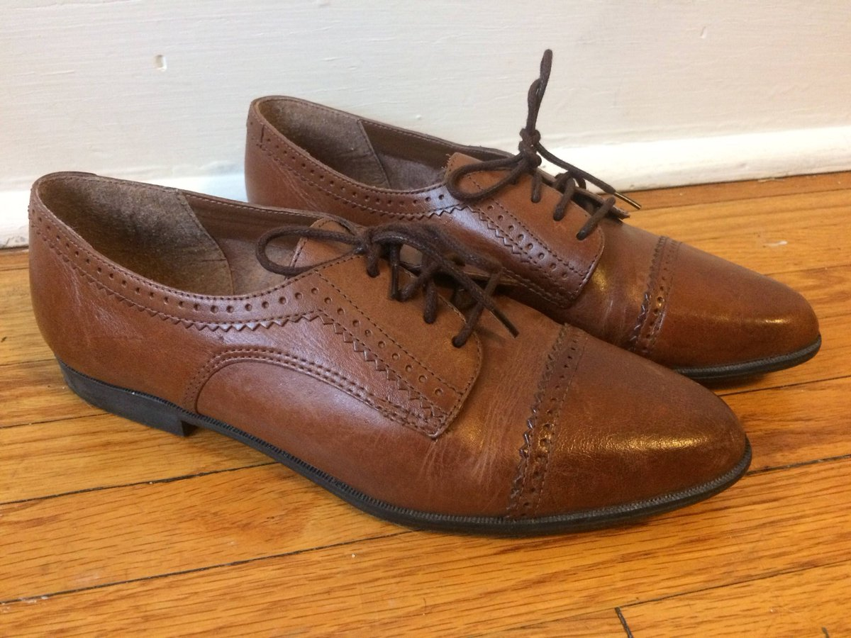 Vintage Leather Brogues Oxford Lace Up Shoes Womens 8  https:// buff.ly/2xvaVGH  &nbsp;   via @Etsy #womensfashion #vintage #etsy #womenswear <br>http://pic.twitter.com/9DJdb1eR9h