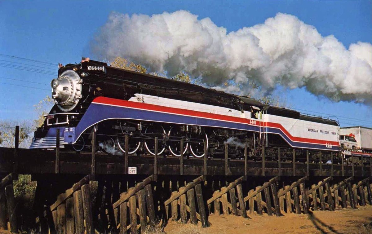 """American-Rails.com on Twitter: """"Southern Pacific 4-8-4 #4449 is near Galt,  CA with the """"American Freedom Train"""" on 12/1/1975. Ernest Harding photo.… """""""