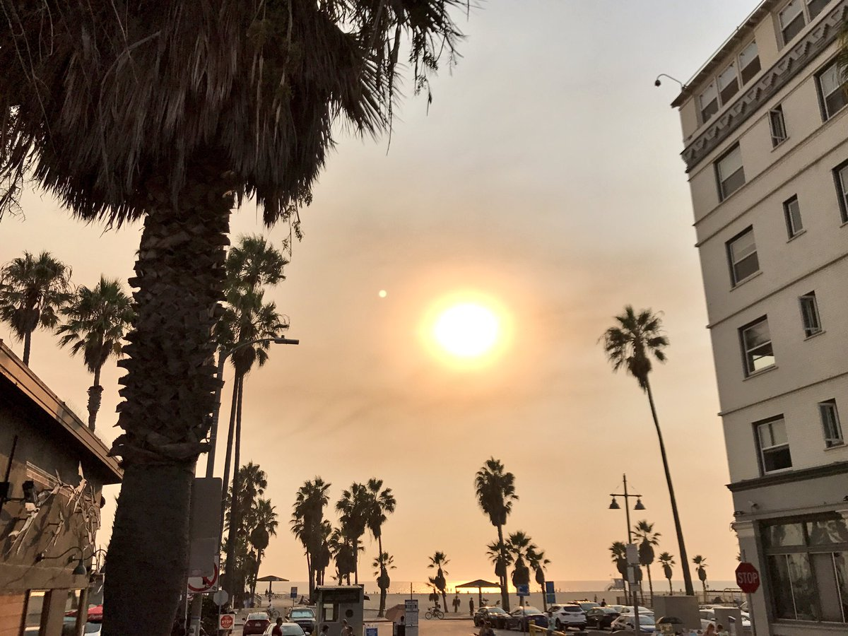 Lance Johnson On Twitter The Wildfire Smoke Today Seen From Venice Beach Https T Co 2m3edomvi1