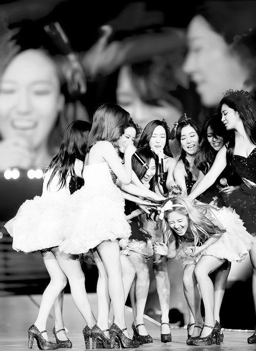 5 in Eyes 9 in Heart 5 in Stage 9 in My Memory   #SNSD <br>http://pic.twitter.com/Vfuq4Vu4hM