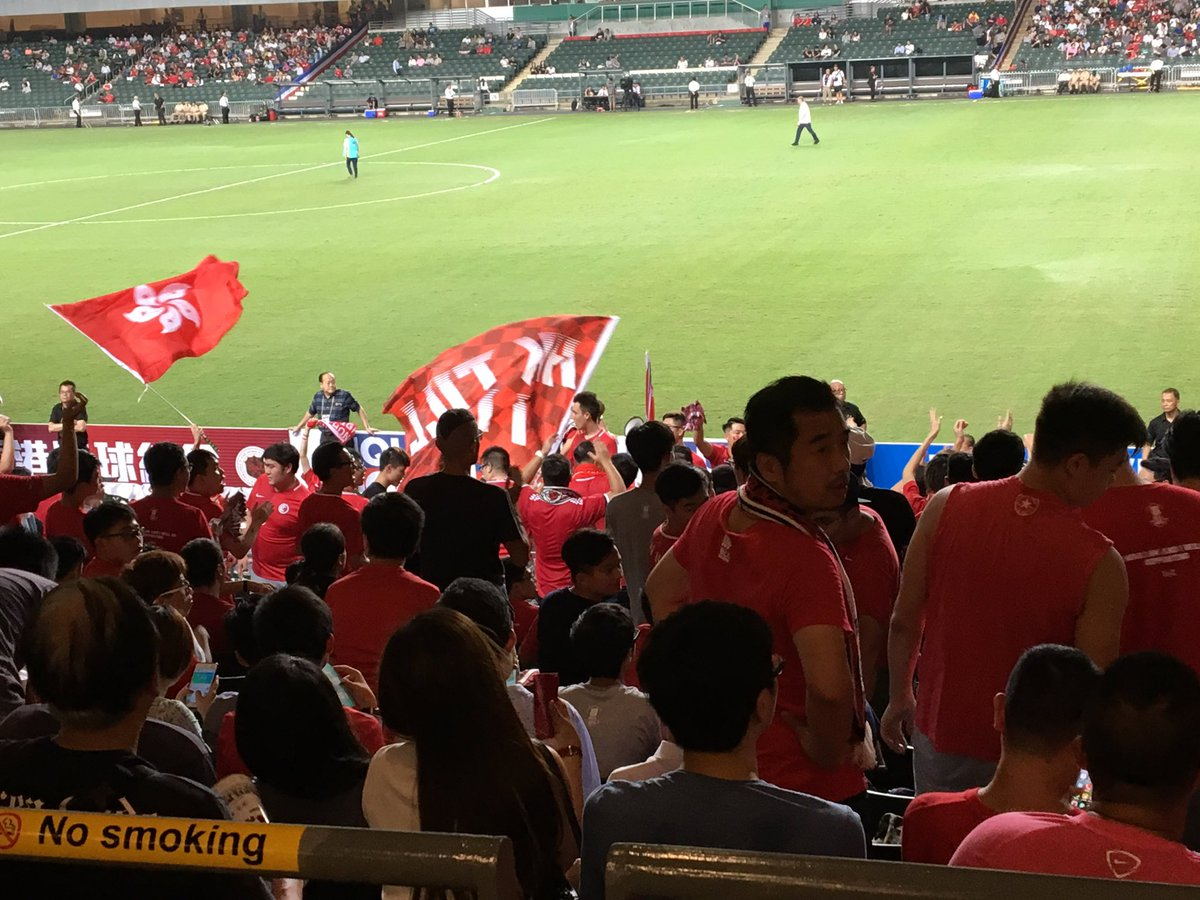 My first football match in HK. For the first time, I feel strongly about being a #HKger after the umbrella movement. Football is just toxic. pic.twitter.com/AOwRc3BMWb