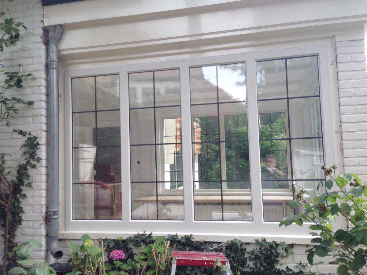 Compleet nieuw raamwerk met glad in lood in isolatieglas geplaatst in Doorn.