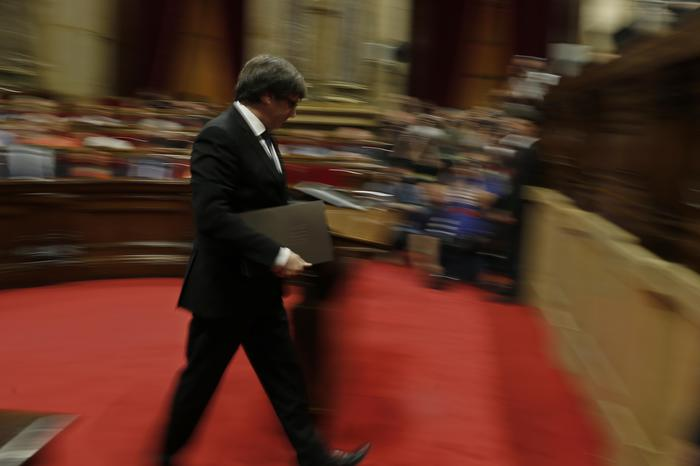 La #Catalogna proclama l'indipendenza https://t.co/EhWtMV0hUX