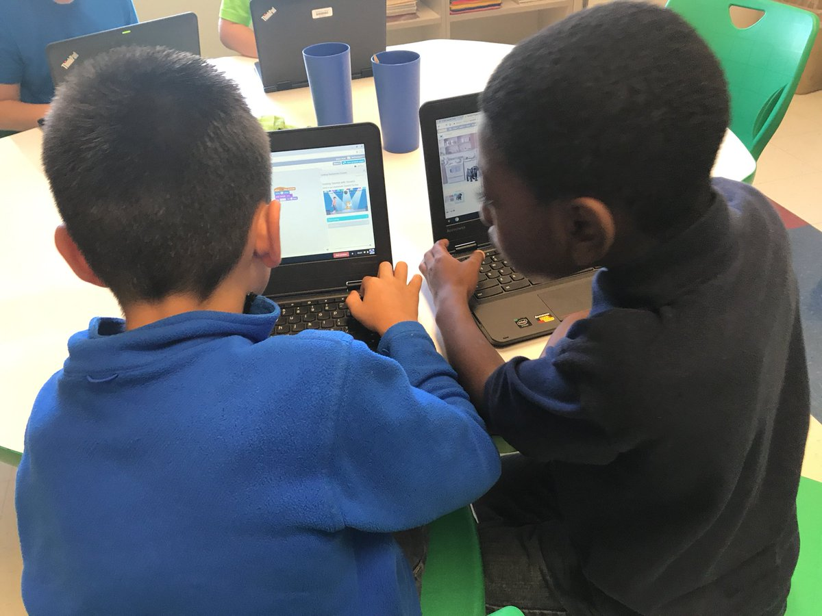 Who says #Coding happens alone? #NSHeroes #Edwards @scratch<br>http://pic.twitter.com/tBmXdVYLtB