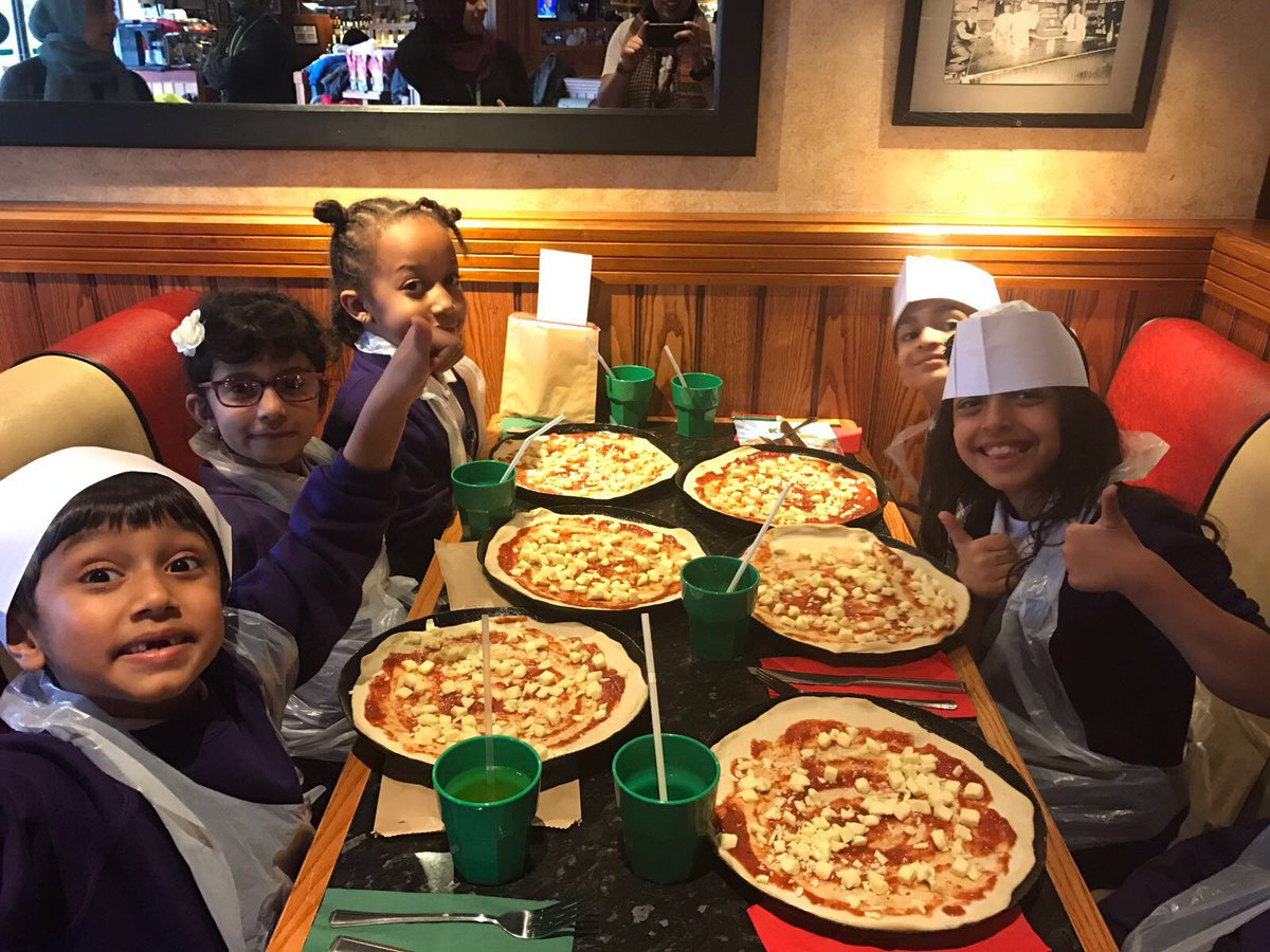 It&#39;s time to create our own pizzas! @frankienbennys #tauheedul #foodTech #ambition #instructions #taste<br>http://pic.twitter.com/Uydbmt8KUM