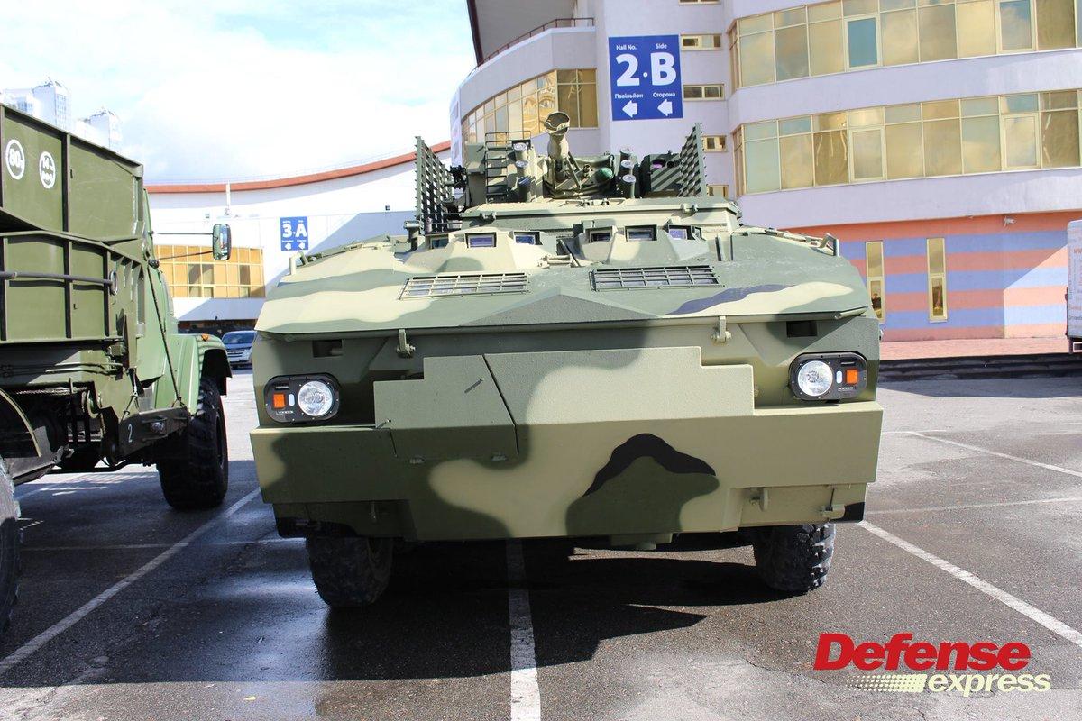 ناقلة الأفراد المدرعة BTR-4 MV1 الاوكرانيه DLysu2-X4AAVd6_