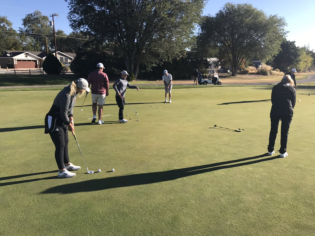Ouaz golf on twitter ouaz womens team rolling some putts before 1010 am 10 oct 2017 stopboris Gallery