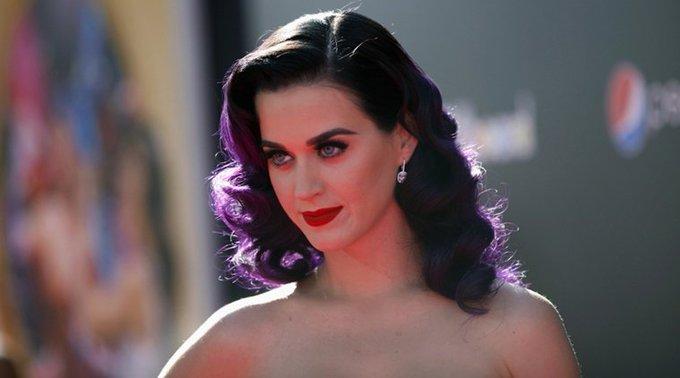 1984 Katy Perry [Katheryn Elizabeth Hudson], Happy Birthday