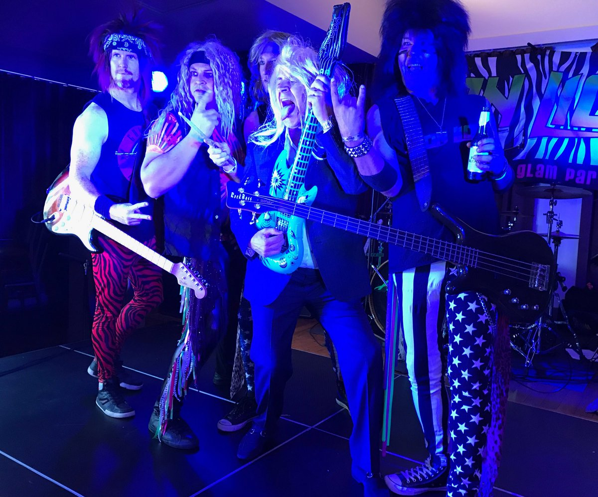 @sweetlew closes out our @newrelic #FutureStack #Sydney after party with local band Iron Lion singing Whitesnake<br>http://pic.twitter.com/6gipMEqTMR