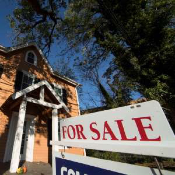 US long-term #mortgage rates fall; 30-year at 3.88 percent #RealEstate #blitter #BlackTwitter  https:// a.msn.com/r/2/AAtJtac  &nbsp;  <br>http://pic.twitter.com/Wye7d2qfNS