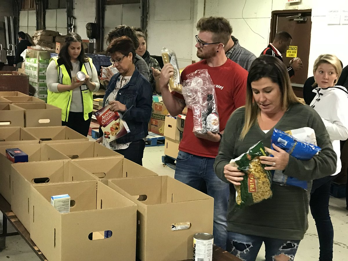 Thank you @FordCanada team for helping to sort food @foodforlife @unitedwayhh #community #impact <br>http://pic.twitter.com/UhaHiqCJTC