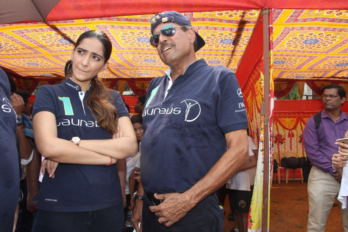 PICS: @therealkapildev and @sonamakapoor launch @MagicBusIndia&#39;s initiative in Dharavi. #KapilDev #SonamKapoor #LatestNews #Koimoi<br>http://pic.twitter.com/8rbHXWnZdi