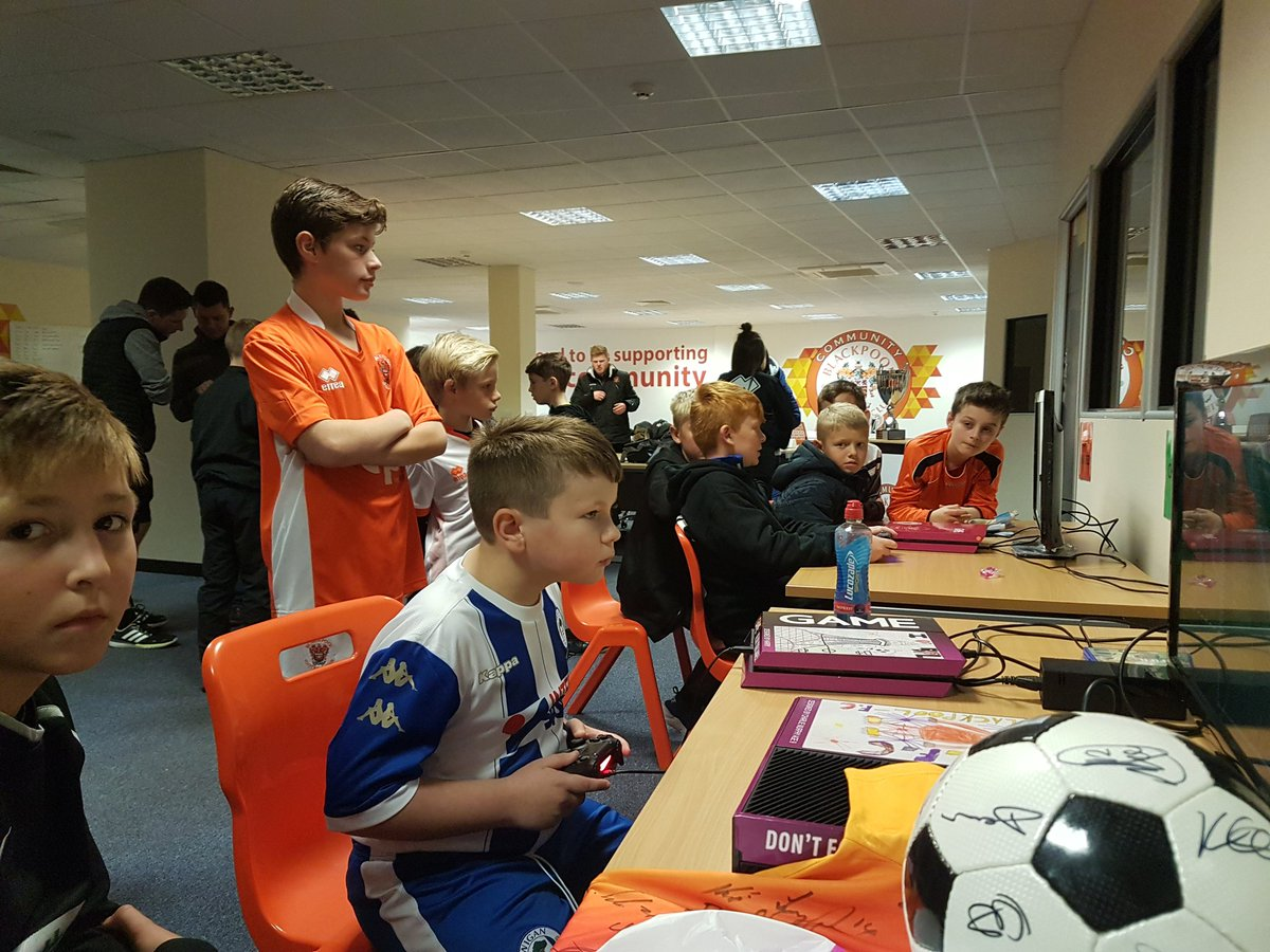 Some intense competitors from this weekend&#39;s @BFC_CTrust GAMEroom. #Fifa17 Local Hero comp in full swing #goal @SteveMStretch @shonkysparrow<br>http://pic.twitter.com/Ic8QYmMaeg